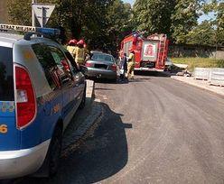 Roztrzęsiona matka zadzwoniła po pomoc. 1,5 roczne dziecko utknęło w samochodzie