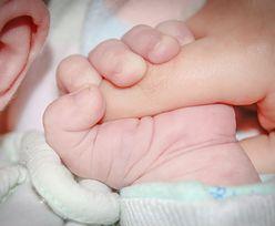 Użył ręczników, nożyczek i klamerek do bielizny. Ojciec odebrał poród w domu