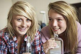 Alkohol piją coraz młodsze dzieci. A rodzice na to pozwalają