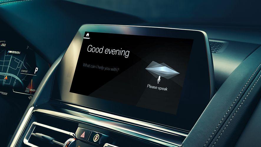 Hej BMW, jaki jest sens życia? Bawarskie samochody z własnym asystentem głosowym