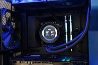 240 mm vs. OC procesora - Kraken Z53 w akcji - Chłodzenie otrzymało w oplocie długie i sztywne przewody odprowadzające wodę.