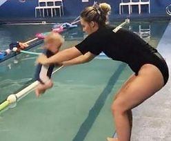 Wrzuciła niemowlę do wody. Internauci oburzeni