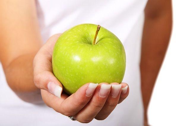 Zamień kaloryczne przekąski na zdrowe i lekkie produkty