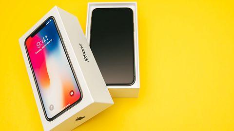 Samsung ponownie wyśmiewa iPhone'a X. Tym razem oberwał notch i dwie inne funkcje
