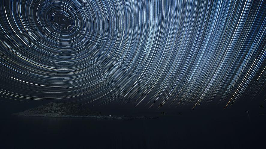 Noc spadających gwiazd. Aplikacje pomogą ci znaleźć i oglądać Perseidy