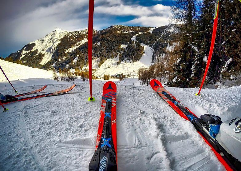 Stoki zamknięte. Synowie Emilewicz jeżdżą na nartach