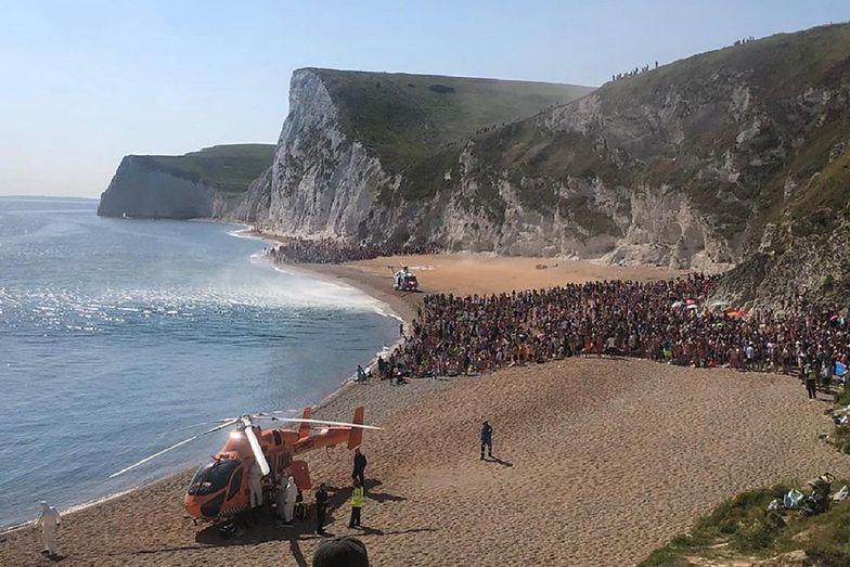 Policja z Dorset została wezwana na plażę Durdle Door. Trzy osoby zostały ranne.