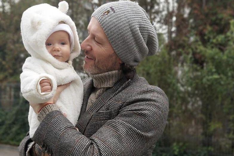 Radosław Majdan pokazał urocze zdjęcie z synkiem. Henio wygląda jak biały miś