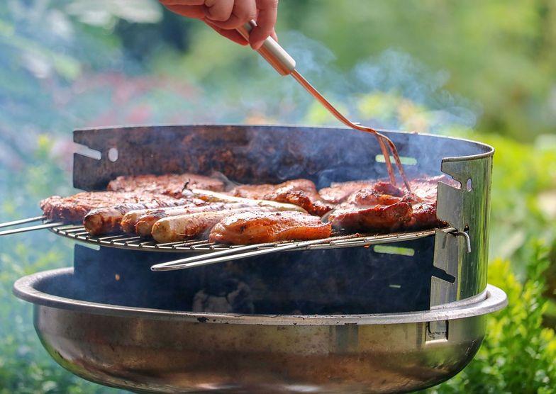 Nie nakłuwaj mięsa podczas grillowania