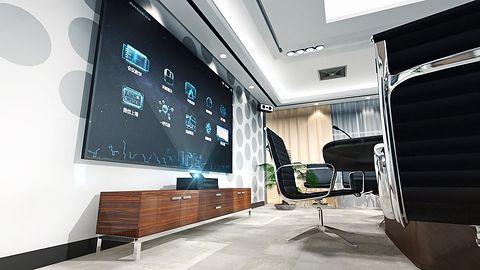 Telewizor w salonie jest passe… W czym lepsze są projektory?