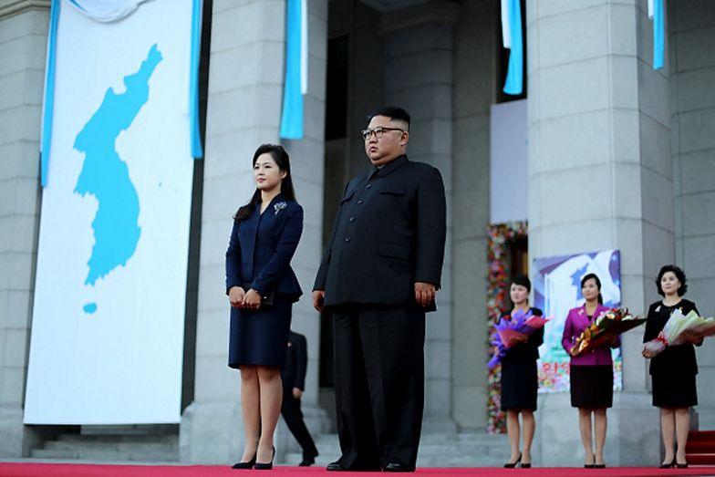 Na zdjęciach widać jego żonę. Kim Dzong Un jest wściekły