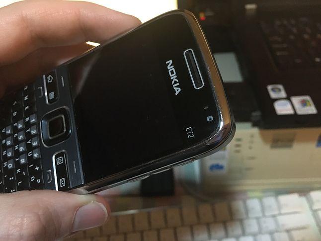 Nokia E72 z widoczną przednią kamerą