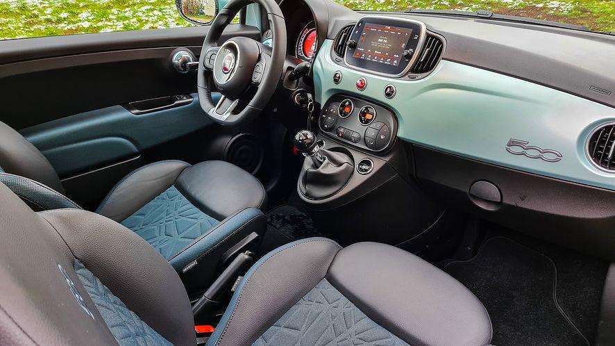 Fiat 500 nie oferuje wielu gadżetów, ale wirtualne zegary i obsługa Android Auto w zupełności wystarczą