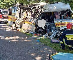Tragiczny wypadek autobusu na Pomorzu. Podwójne zderzenie. Są zabici i ranni