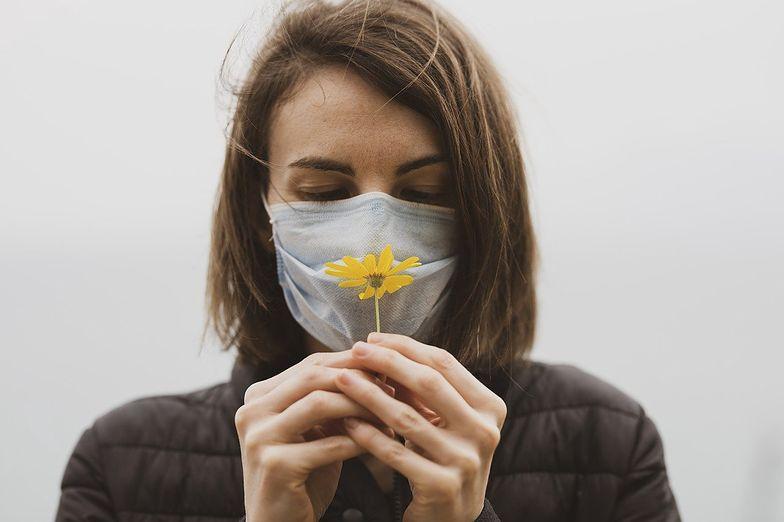 Obok duszącego kaszlu i wysokiej gorączki są pierwszymi oznakami infekcji organizmu