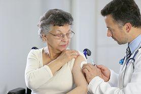 Refundowana szczepionka na grypę dla seniorów. Są problemy z dostępnością