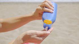 Test łyżeczki. Patent na zdrowe opalanie (WIDEO)