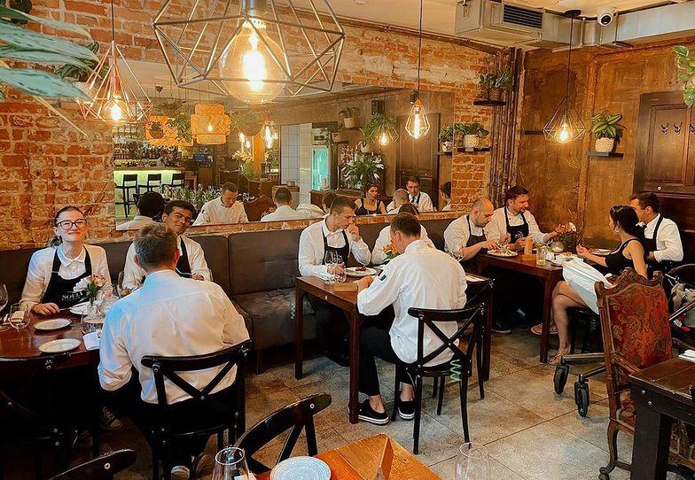 Restauracja w Warszawie codziennie zamyka się na godzinę. Powód zaskakuje