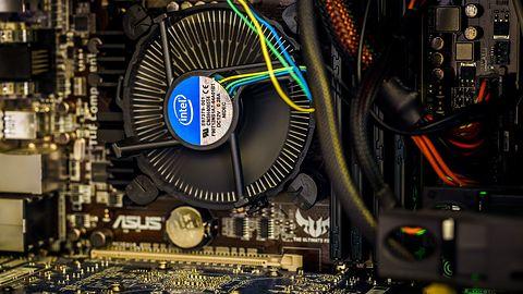 """Niektóre procesory Intel Core 9. generacji wciąż mają """"gluta"""" pod IHS-em. Warto na to uważać"""