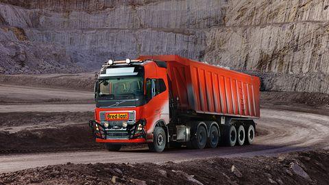 Autonomiczne ciężarówki Volvo wspomogą zawodowych kierowców w kopalni wapienia