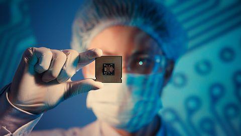 Intel nie złamał praw fizyki, zapomniał tylko przyznać, że 28 rdzeni i 5 GHz to overclocking
