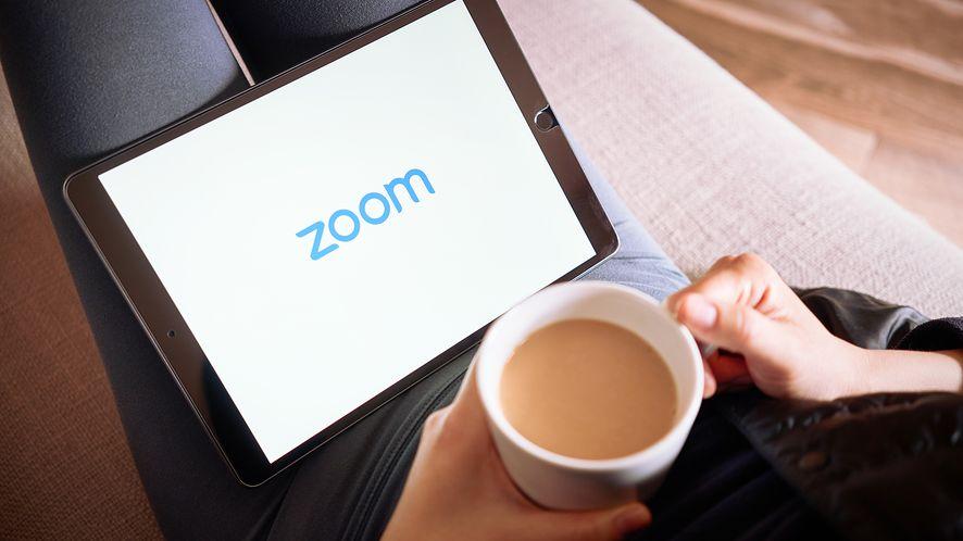 Tajwan zakazuje agencjom rządowym wykorzystywania aplikacji Zoom, fot. Tada Images/Shutterstock
