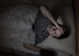 Produkty, które ułatwiają zasypianie. Sprawdź, co jeść, by lepiej spać