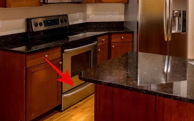 Do czego służy szuflada pod piekarnikiem? Większość Polaków o tym nie wie