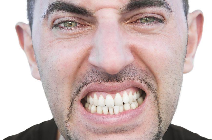Zgrzytanie lub zaciskanie zębów