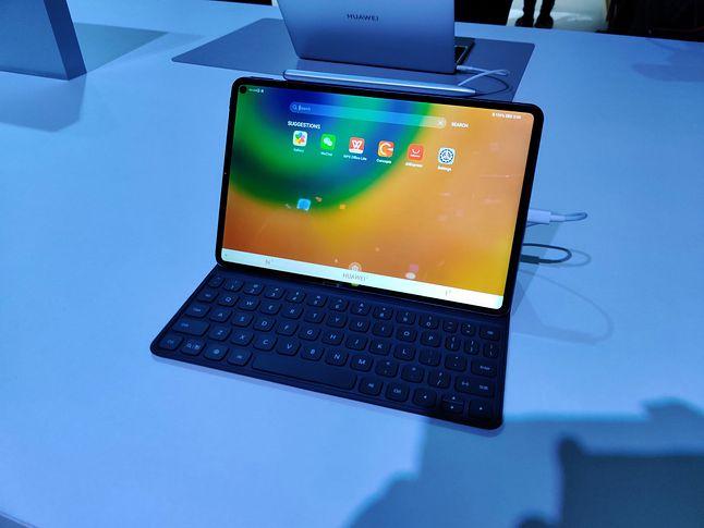 Huawei MatePad Pro 5G to pierwszy tablet z funkcją bezprzewodowego ładowania, fot. Piotr Urbaniak
