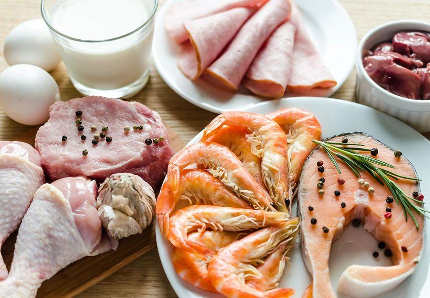 Dieta wysokobiałkowa składa się głównie z mięsa i nabiału