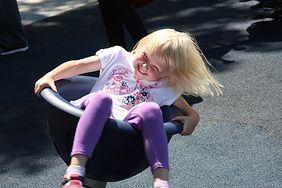 Dziecko na placu zabaw