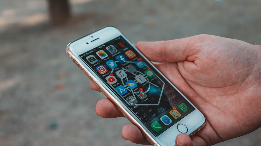 iOS 12.2 m.in. z obsługą AirPods 2 i... dodatkiem dla kłamczuszków z AT&T