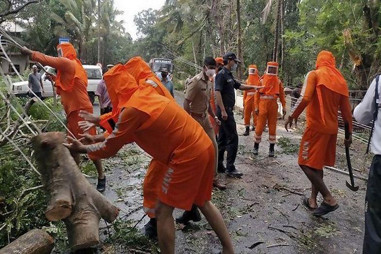 Naciąga kataklizm. Osłabione pandemią Indie szykują się na najgorsze