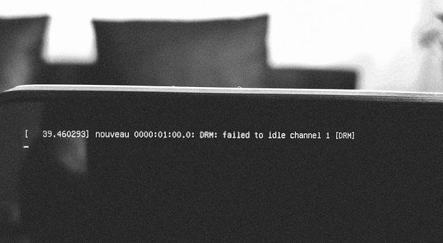 Nowoczesna dystrybucja Linuksa właśnie skończyła się uruchamiać na popularnym laptopie.