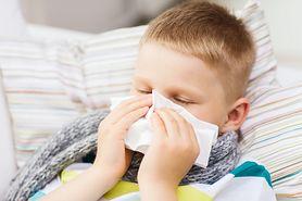 Jak pomóc dziecku, które przez katar ma problemy ze snem?
