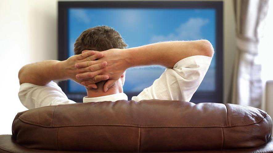 Oglądanie telewizji z depositphotos