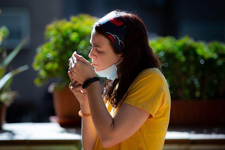 Palenie papierosów może wynikać z samotności. Wnioski brytyjskich naukowców
