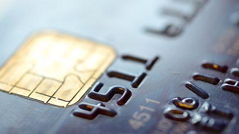 Polacy masowo korzystają z kart płatniczych. Cyberprzestępcy tylko na to czekają