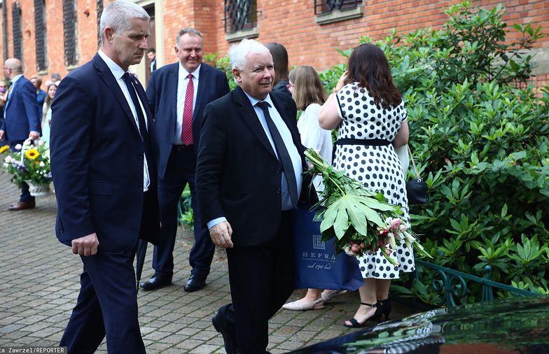 Wszystko jasne! Wiemy, co Jarosław Kaczyński wręczył Jackowi i Joannie Kurskim