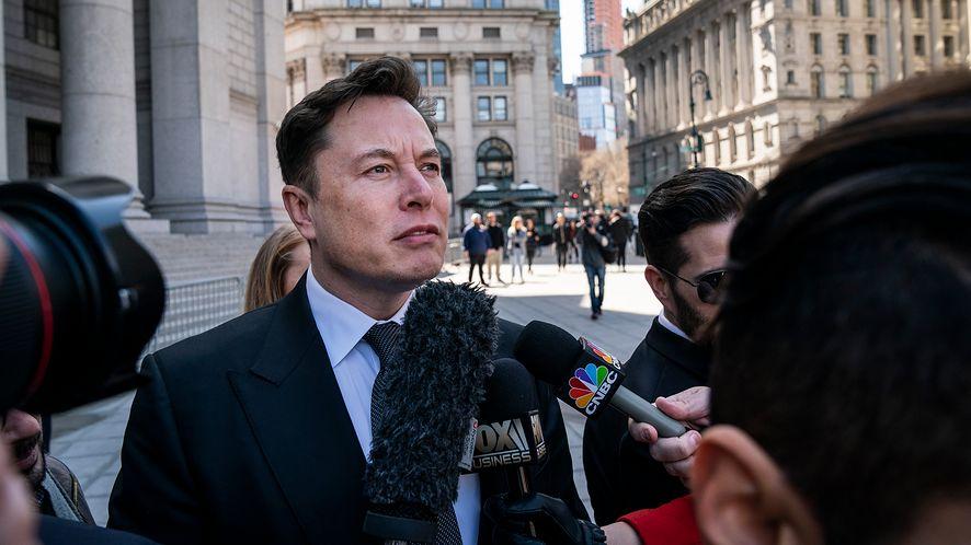 Scam pojawił się między innymi na Twitterze Elona Muska, fot. Getty Images