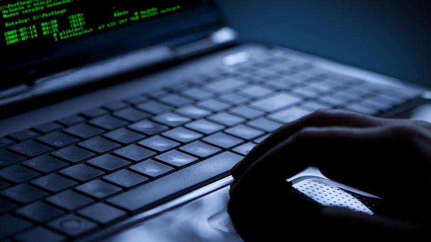 170 milionów loginów i haseł trafiło do sieci. Za atakiem stoi znany cracker
