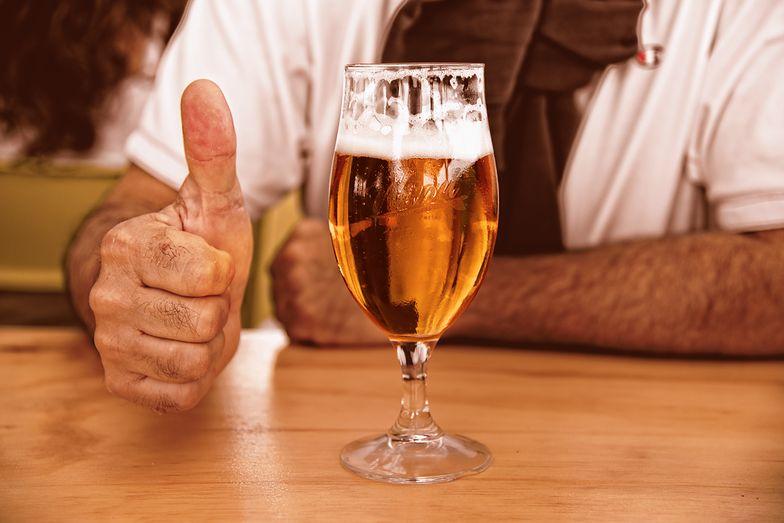 Ten pomysł przyniesie spektakularne efekty? Darmowe piwo dla zaszczepionych!