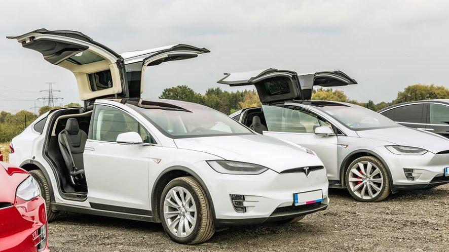 Tesla Model X z depositphotos
