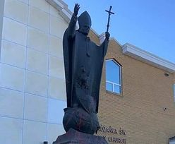 Kościelny skandal. Pomnik Jana Pawła II w Edmonton zdewastowany