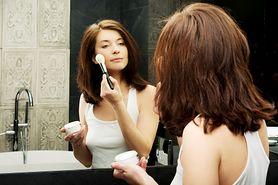 Makijaż krok po kroku – jak podkreślić policzki, oczy i usta?