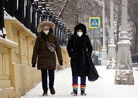 Chińskie maseczki nie spełniają norm i nie chronią przed koronawirusem. Badacz alarmuje