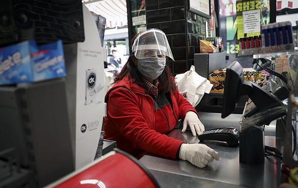 Najbardziej poszkodowane są osoby pracujące w handlu.