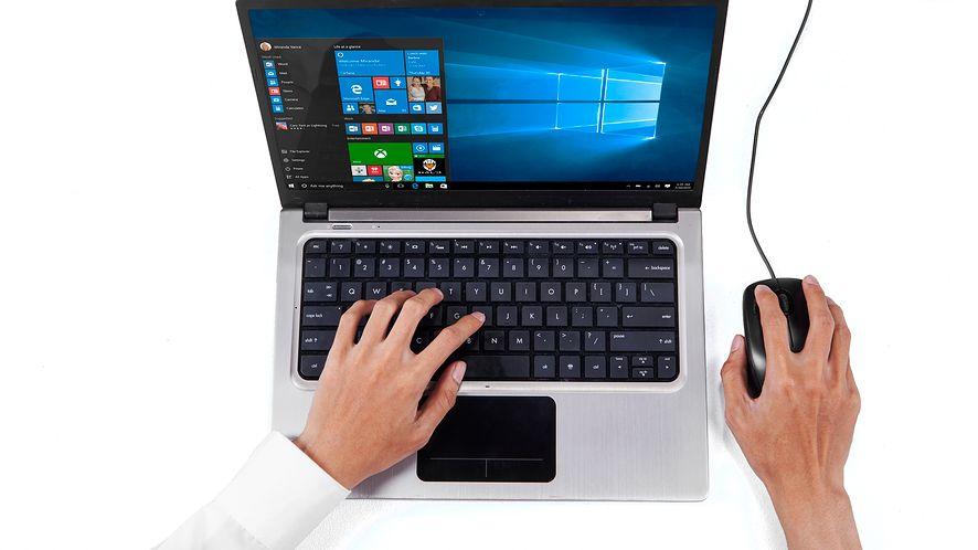 Windows 10 na laptopie z depositphotos