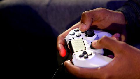 iPad jako mobilna konsola do gier. Wystarczy kontroler PlayStation 4 lub Xboxa One